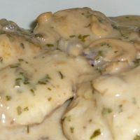 Pileće belo u šampinjon sosu